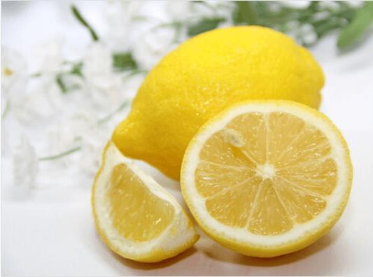 λεμόνι για να μειώσετε το λίπος της κοιλιάς