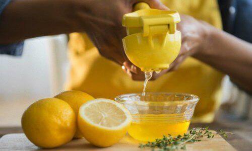Φυσική αποτρίχωση - Στύψιμο λεμονιού