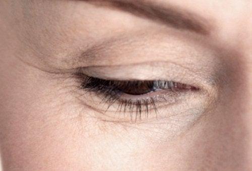 Κουκούτσια σταφυλιού - Γυναικείο πρόσωπο με ρυτίδες