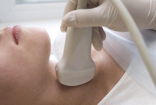 Εξετάσεις καρκίνου του θυρεοειδούς στις γυναίκες