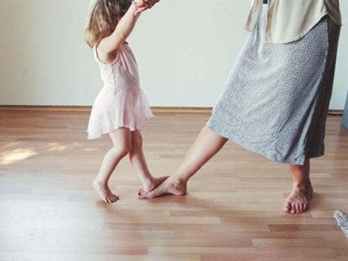 εκπαιδεύσετε συναισθηματικά τα παιδιά
