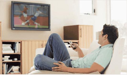 Τι κινδύνους κρύβει το φαγητό μπροστά στην τηλεόραση;