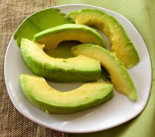 Τρώτε κάθε μέρα αβοκάντο - Αβοκάντο σε φέτες