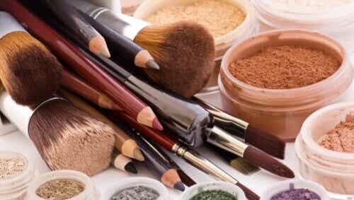 10 προϊόντα ομορφιάς που δεν πρέπει να μοιράζεστε ποτέ!