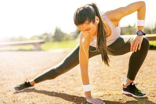 Ανακουφιστείτε από τις κράμπες με φυσικές θεραπείες - άσκηση