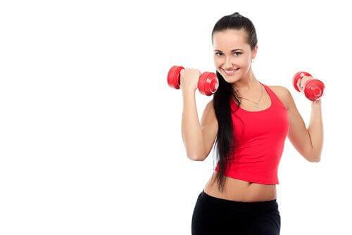 7 ασκήσεις για να δυναμώσουν οι ώμοι σας - ανυψώσεις με κάμψη