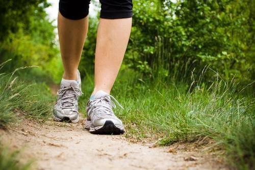 περπατημα κατακράτηση υγρών στα πόδια