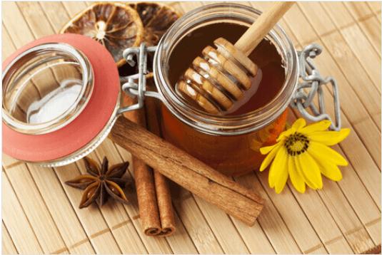 Μέλι και κανέλα - Μέλι, κανέλα και αποξηραμένα φρούτα