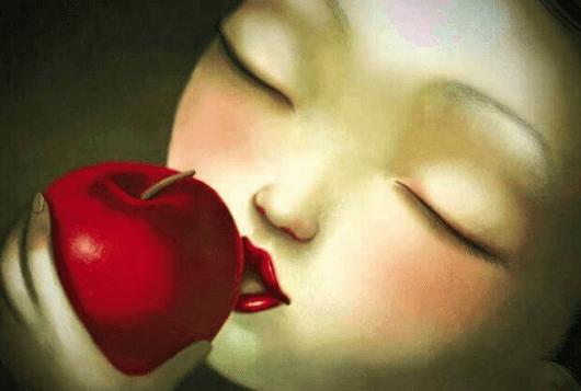 Η αγάπη χαρίζεται - Γυναίκα τρώει μήλο