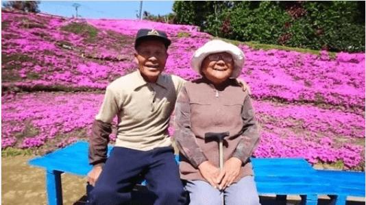 Ένας άνδρας φύτεψε χιλιάδες λουλούδια για την τυφλή γυναίκα του