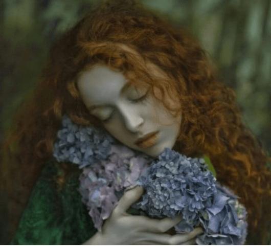 κοριτσι με λουλουδια