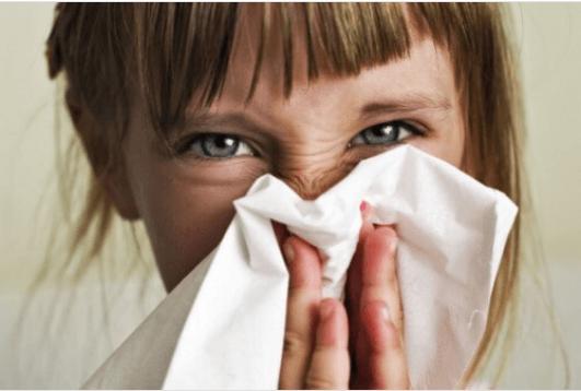 Τι συμβαίνει όταν καταπνίγουμε το φτέρνισμα;