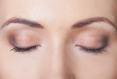 Εκφραστική εμφάνιση - Γυναίκα με μακιγιάζ