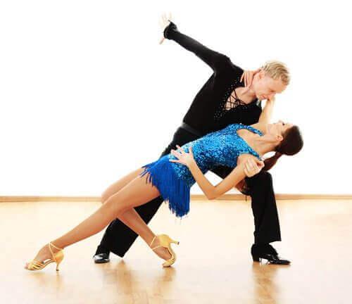 χοροί για να γυμνάσετε