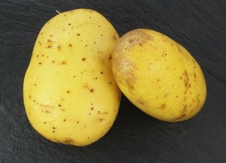 πως θα φτιάξετε νερό από φλούδες πατάτας