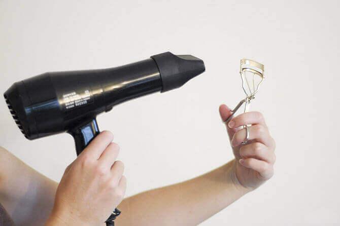 Εκφραστική εμφάνιση - Πιστολάκι για τα μαλλιά και ψαλίδι για βλεφαρίδες