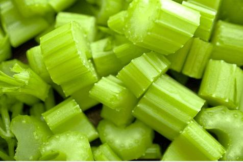 Συνταγή για smoothie αδυνατίσματος με ανανά και σέλινο