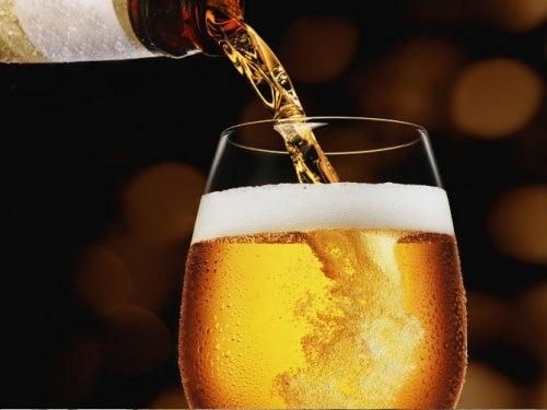 Μπύρα: 9 ωφέλειες της κατανάλωσής της με μέτρο
