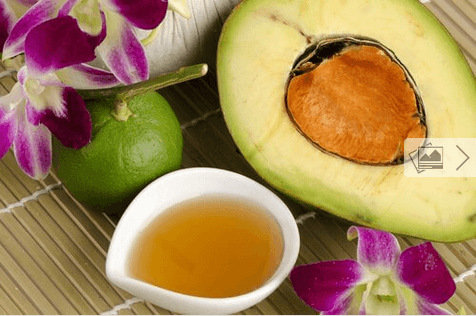 Αναζωογόνηση του δέρματος - Αβοκάντο κομμένο και μέλι σε μπολ
