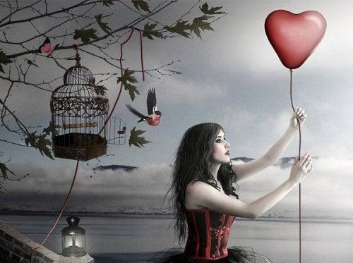 gynaika-me-baloni-kardia