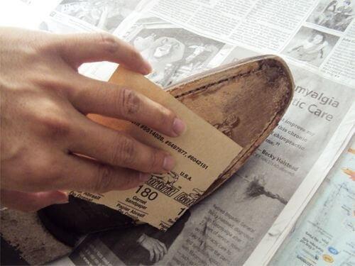 τριψτε τις σολες για να μην χτυπούν τα παπούτσια