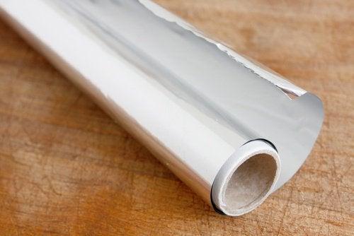 12 τρόποι να χρησιμοποιήσετε το αλουμινόχαρτο στο σπίτι