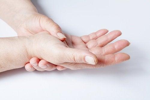 πόνο σε αρθρώσεις χέρια