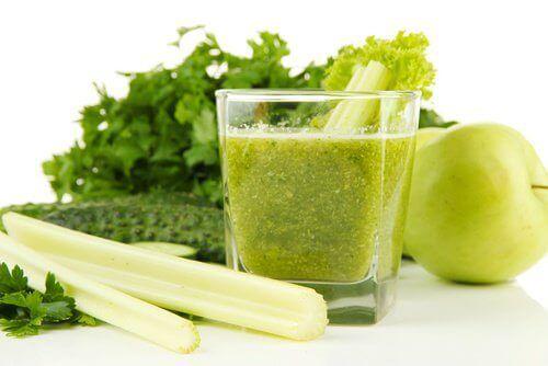 Αποτοξινώστε τα νεφρά με σέλινο και πράσινο μήλο