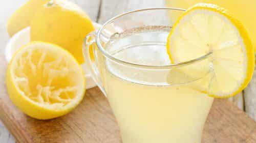 9 λόγοι για να ξεκινάτε τη μέρα σας με φρέσκια λεμονάδα