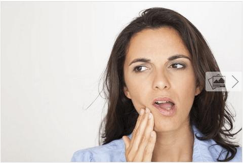 Πόνος στο σαγόνι - Γυναίκα με πόνο στο σαγόνι