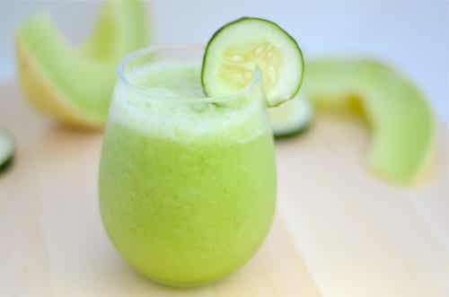 Ρόφημα για αδυνάτισμα με πεπόνι, πράσινο μήλο και αγγούρι