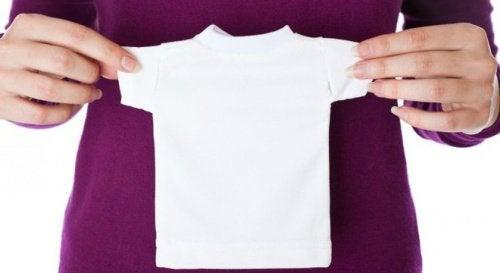 5 σπιτικές λύσεις για τα ρούχα που μπήκαν στο πλύσιμο