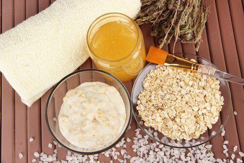Πως θα αντιμετωπίσετε την ξηρότητα σε αγκώνες και φτέρνες - βρώμη και γιαούρτι