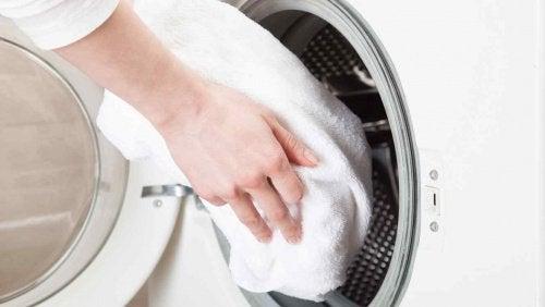 Αμμωνία και ξύδι γιακατάλευκες πετσέτες