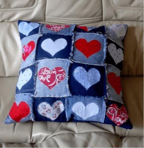νέες χρήσεις για τα παλιά παντελόνια τζιν σας - μαξιλάρια