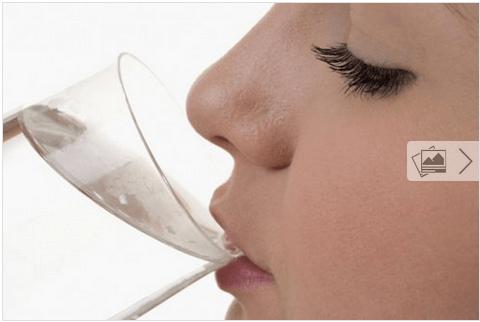 8 σημάδια που μαρτυρούν ότι δεν πίνετε αρκετό νερό