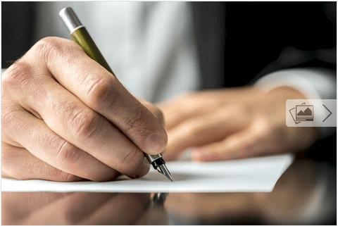 Ενδυνάμωση του εγκεφάλου - Άνδρας γράφει με το χέρι