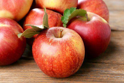 εξασφαλίστε την κολπική σας υγεία με αυτές τις 8 τροφές, μήλα