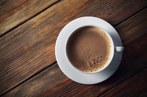 Τα 6 χειρότερα συστατικά που μπορείτε να προσθέσετε στον καφέ σας
