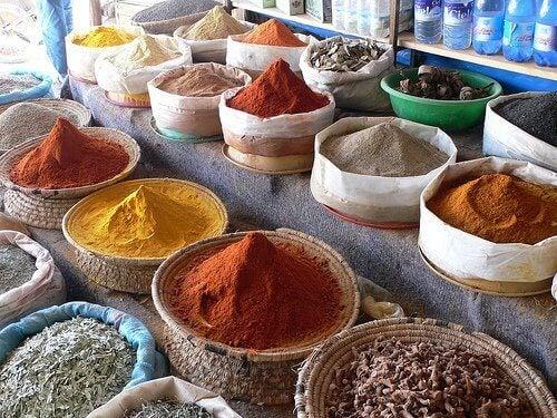 τροφές που προκαλούν σωματική οσμή - μπαχαρικά