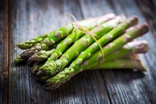 τροφές που προκαλούν σωματική οσμή - σπαράγγι