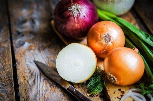 τροφές που προκαλούν σωματική οσμή - κρεμμύδι