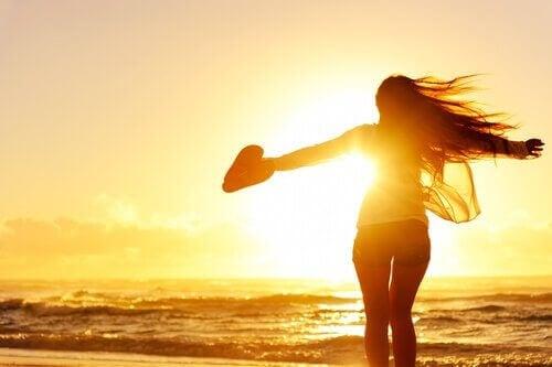 Αδέσμευτοι και ευτυχισμένοι: 7 ωφέλειες