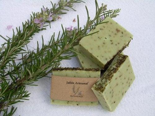 Φτιάξτε σαπούνι με δεντρολίβανο για λιπαρό δέρμα