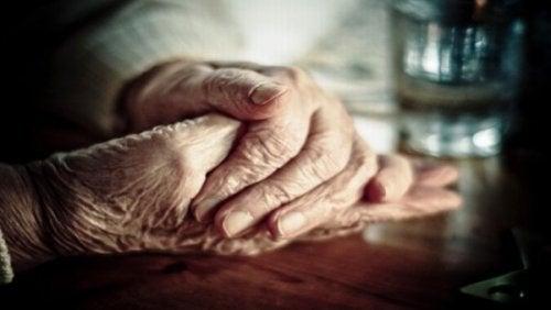 γερασμένα χέρια