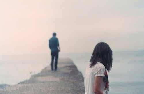 Πώς να θεραπεύσετε τη σχέση μετά την απιστία