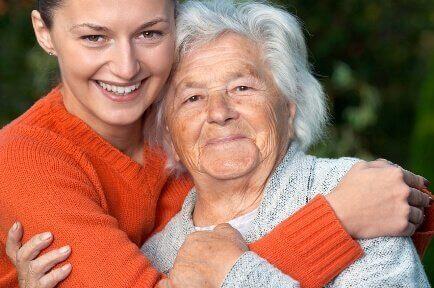 αγκαλια εγγονης - γιαγιάς