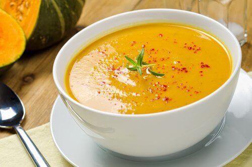 5 νόστιμες σούπες που καίνε το λίπος αποτελεσματικά