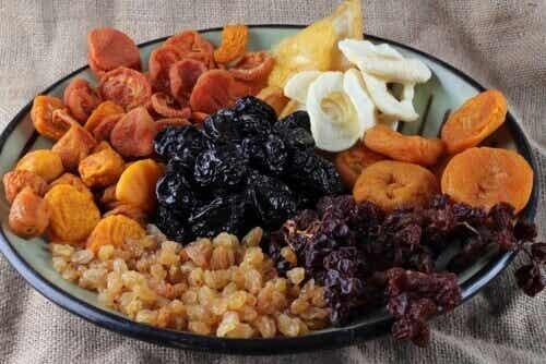 Αποξηραμένα φρούτα για γερά κόκκαλα και ενέργεια