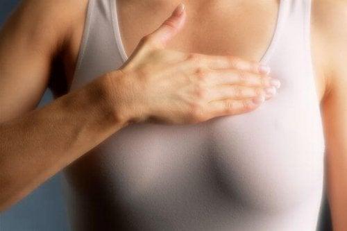 Μαστογραφία ετησίως για τις γυναίκες με πυκνούς μαστούς